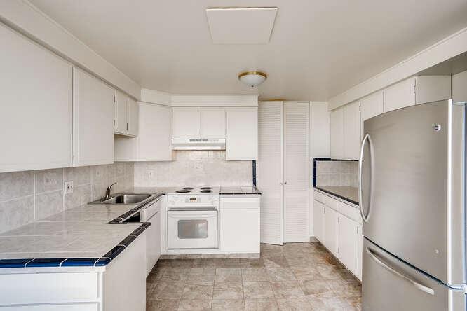 1155 Ash St 1407 Denver CO-small-013-012-Kitchen-666x445-72dpi