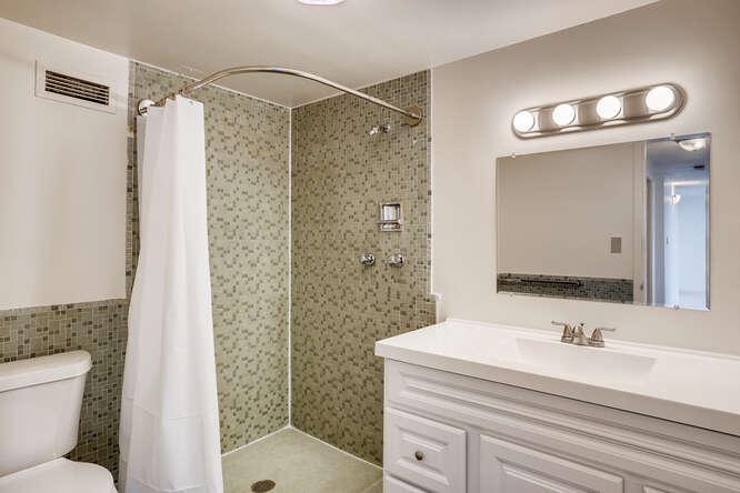1155 Ash St 1407 Denver CO-small-024-023-Bathroom-666x444-72dpi