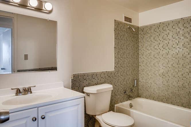 1155 Ash St 1407 Denver CO-small-025-025-Bathroom-666x445-72dpi