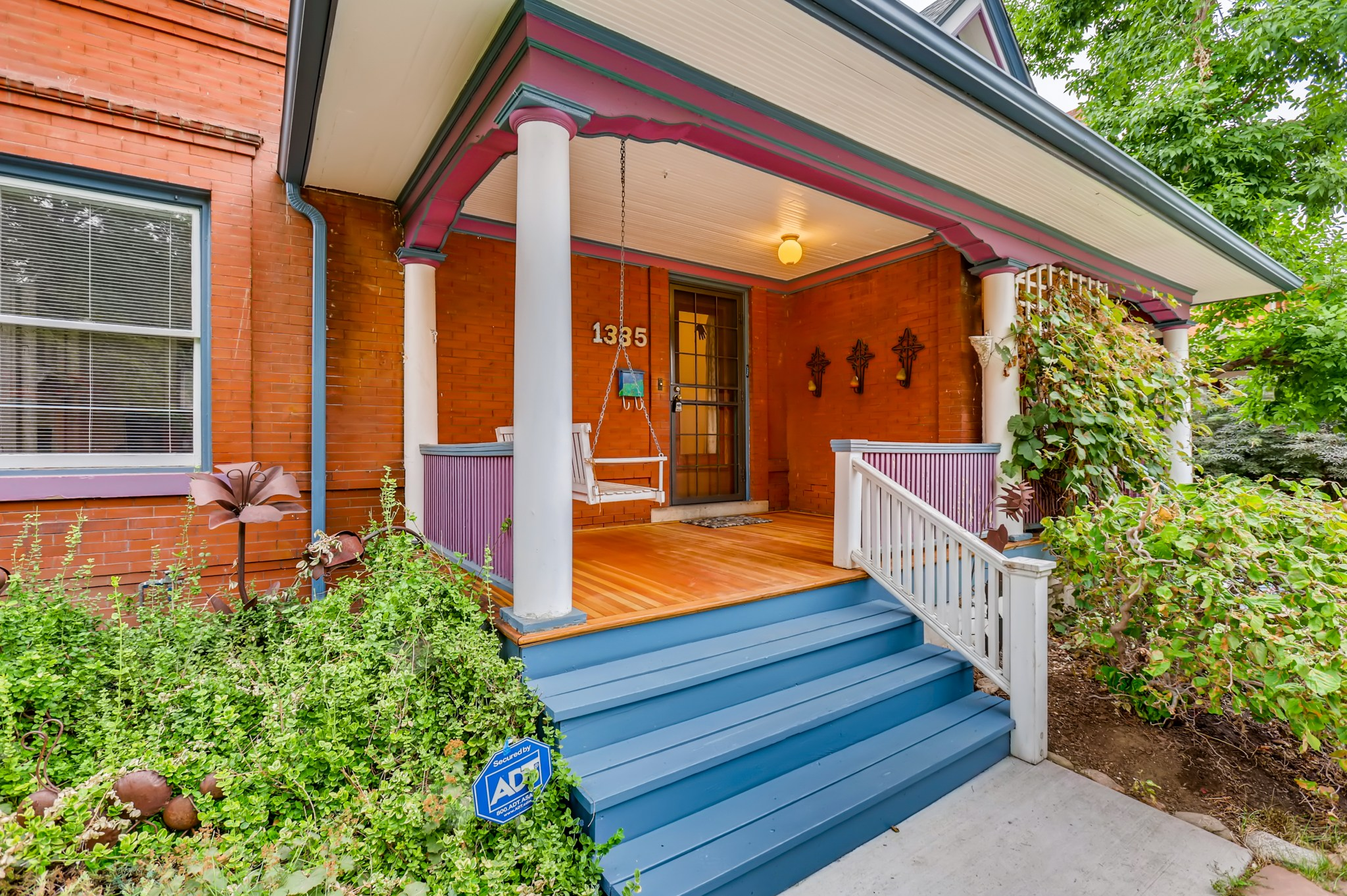 03-Exterior-Front-Entry