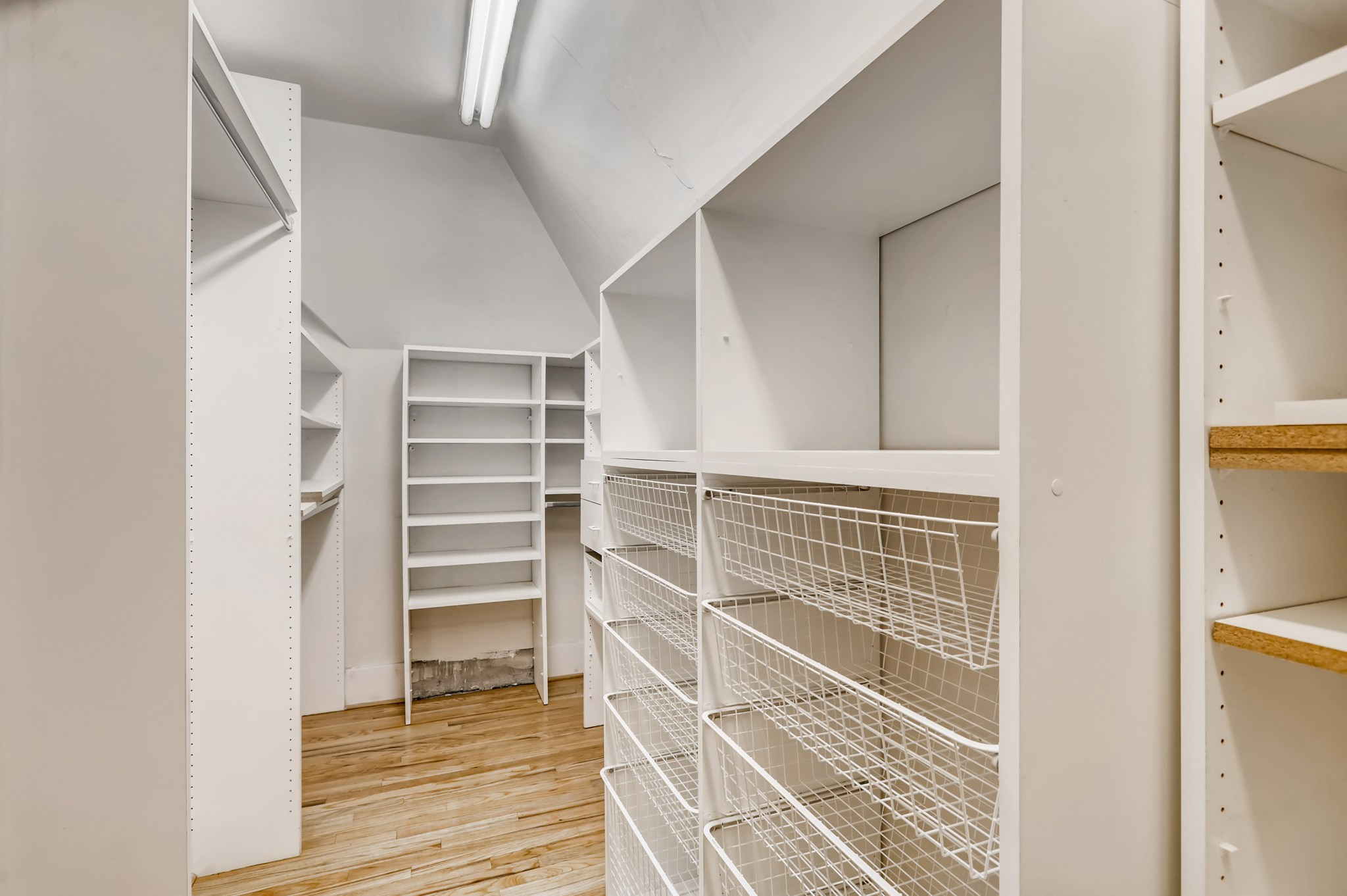 29-2nd-Floor-Primary-Bedroom-Closet