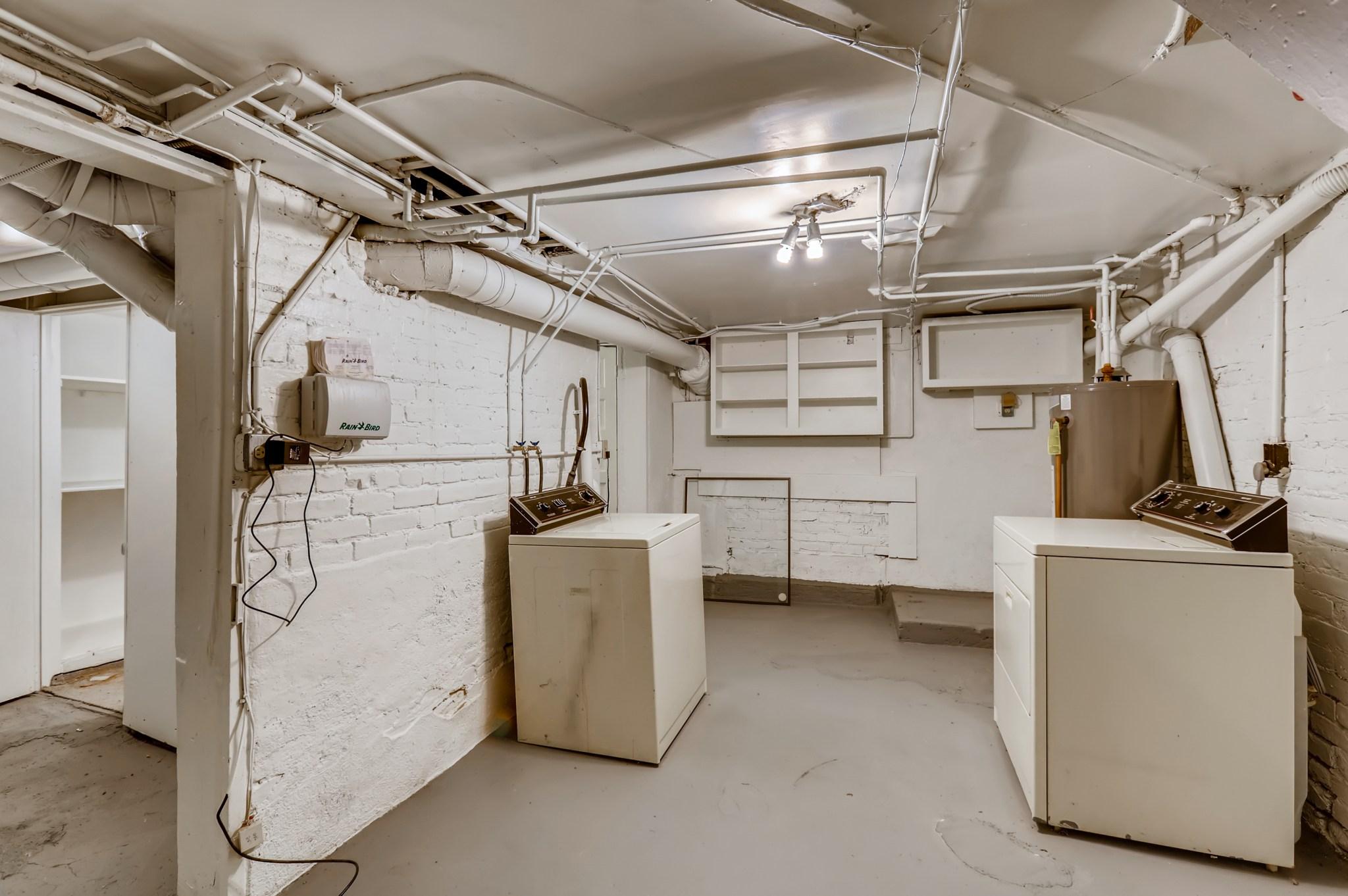 36-Lower-Level-Laundry-Room