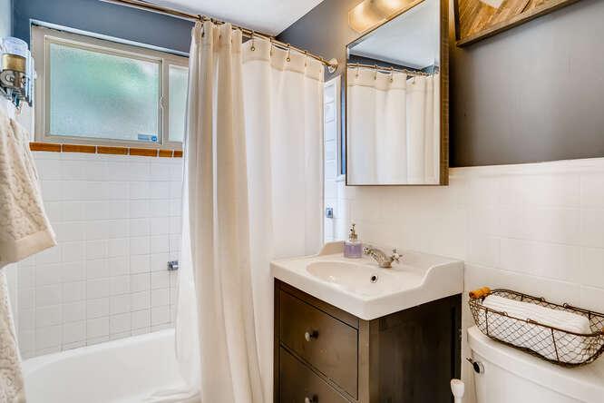 135 Niagara Denver CO 80220-small-017-015-Master Bathroom-666x444-72dpi