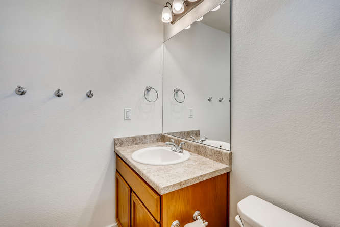 17930 E 54th Ave Denver CO-small-023-021-2nd Floor Bathroom-666x444-72dpi