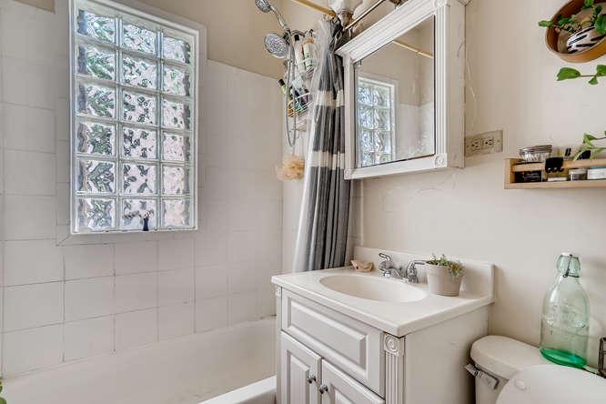 2130 Franklin Street Denver CO-small-023-023-3 2nd Floor Master Bathroom-666x444-72dpi
