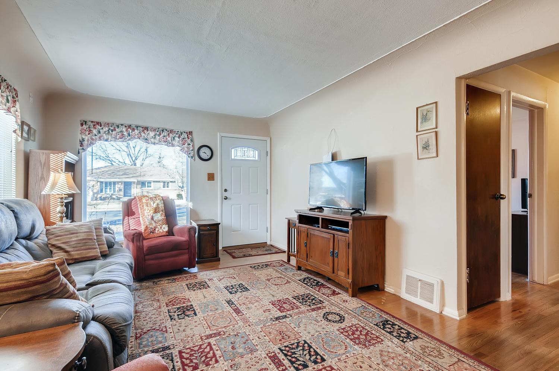 2216 S Clermont St Denver CO-large-006-004-Living Room-1500x997-72dpi