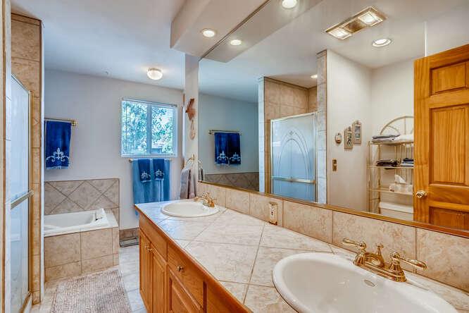 2486-S-Dillon-Street-Aurora-CO-small-015-011-Primary-Bathroom-666x444-72dpi