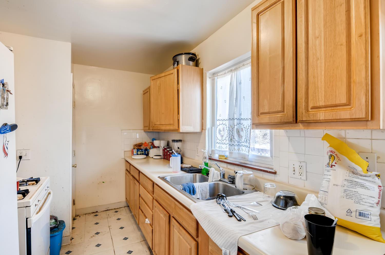 2561 Newport Street Denver CO-large-011-017-Kitchen-1500x997-72dpi