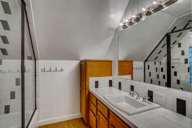 2820 W 43rd Ave Denver CO-small-023-019-2nd Floor Bathroom-666x444-72dpi