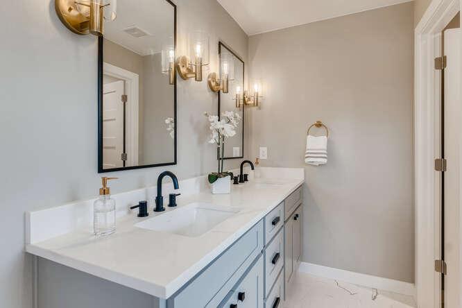 2999 S Adams St Denver CO-small-016-009-Primary Bathroom-666x444-72dpi