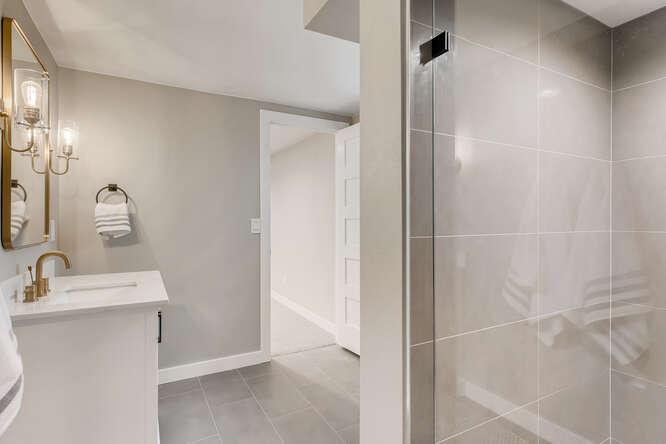 2999 S Adams St Denver CO-small-024-020-Lower Level Bathroom-666x444-72dpi