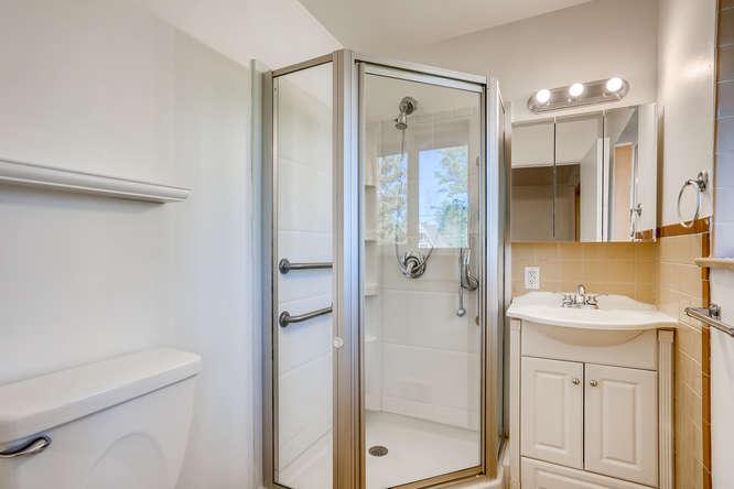3403 S IVANHOE WAY Denver CO-small-015-012-Master Bathroom-666x445-72dpi