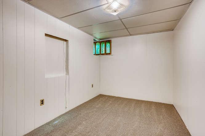 3403 S IVANHOE WAY Denver CO-small-022-018-Lower Level Bedroom-666x444-72dpi