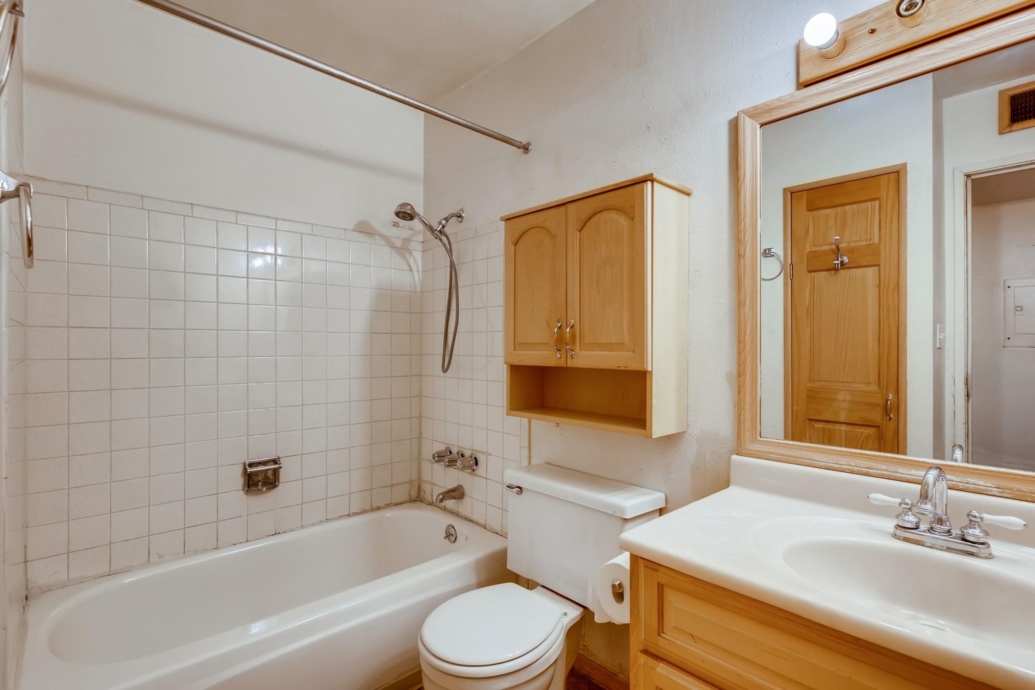 20-Primary-Bathroom