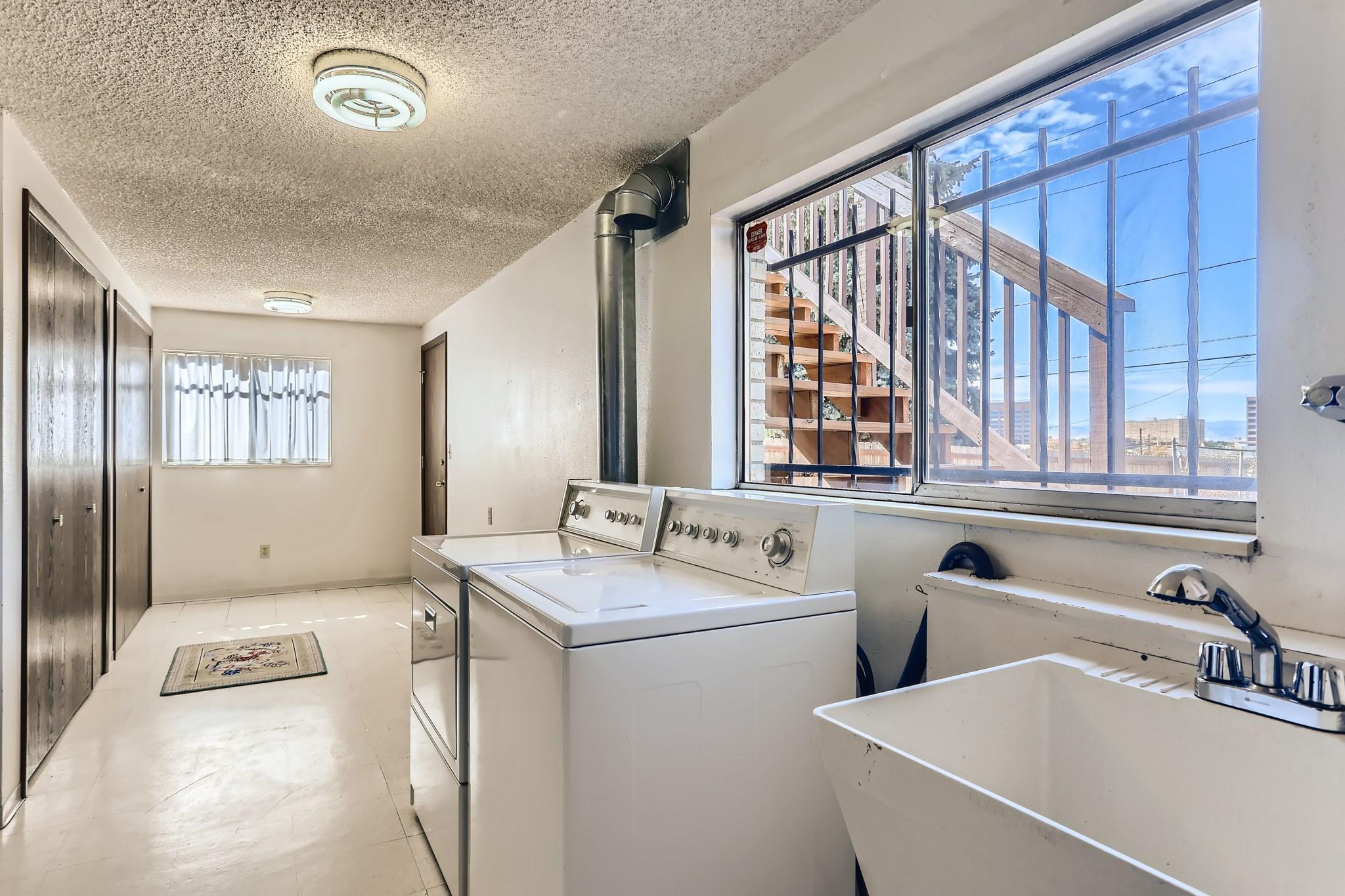 27-Lower-Level-Laundry-Room