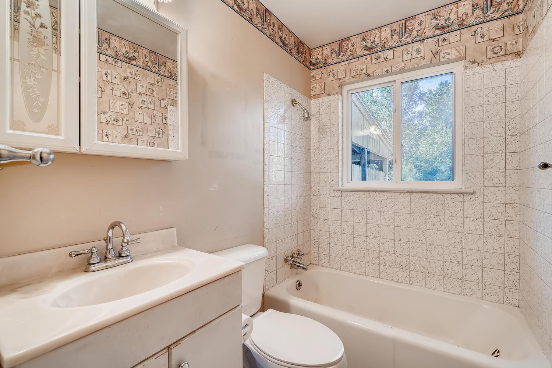 4586 E Dartmouth Avenue Denver-large-019-014-Bathroom-1500x1000-72dpi