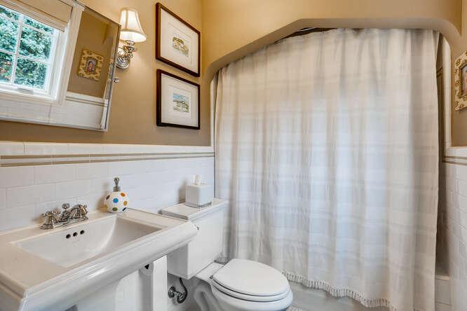 635 Eudora Street Denver CO-small-018-021-2nd Floor Bathroom-666x444-72dpi