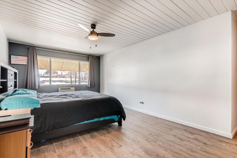 655 S Clinton 6B Denver CO-large-015-025-Master Bedroom-1500x997-72dpi