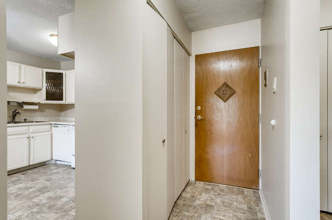 680 S Alton Way 7B Denver CO-small-006-006-Foyer-666x443-72dpi