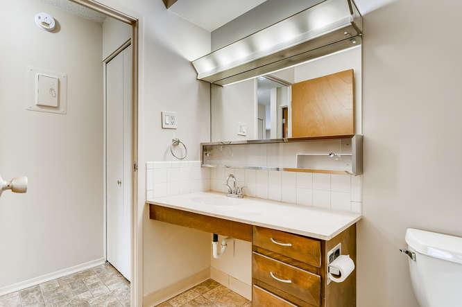 680 S Alton Way 7B Denver CO-small-022-021-Master Bathroom-666x444-72dpi