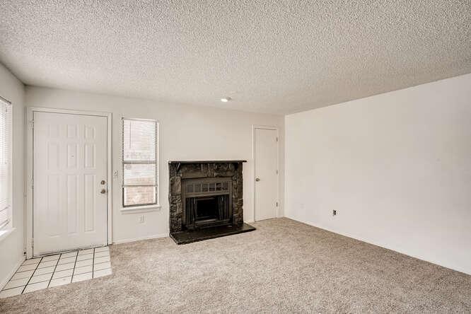 942 S Dearborn Way 5 Aurora CO-small-008-009-Living Room-666x445-72dpi