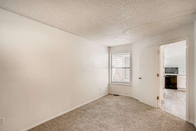 942 S Dearborn Way 5 Aurora CO-small-022-024-Bedroom-666x445-72dpi