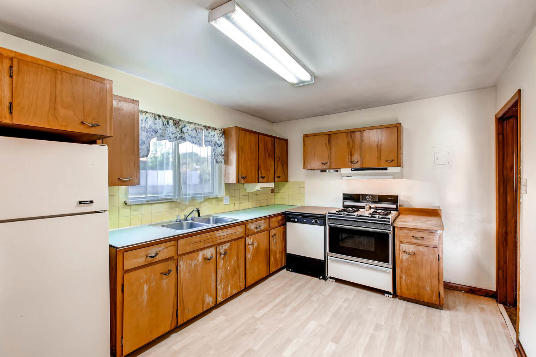 2685 W Gunnison Dr Denver CO Large 009 6 Kitchen 1500x1000 72dpi