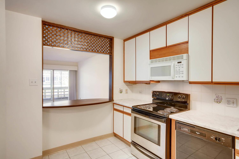 9625 E Center Ave 6A Denver CO Large 014 50 Kitchen 1500x1000 72dpi